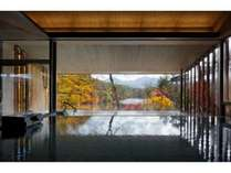 紅葉と磐梯山を望む「展望露天風呂 四季の湯」