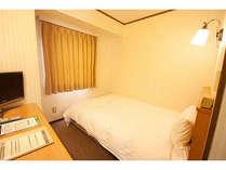 シングルルームは幅120cmのワイドベッドを使用していますのでゆったりおやすみいただけます♪