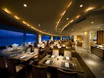 客船のメインダイニングをイメージした湖を一望できるレストラン『ラ・マレー』