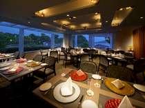 落ち着いた調度でまとめられたクオリティの高い空間レストラン『かごの木』