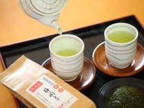 お部屋入れの静岡茶は茶葉から淹れて本格的。チェックイン後お部屋でホッと一息。