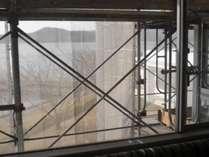 外壁工事中に付き、足場が見えてしまいます。