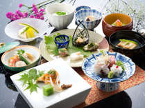 旬の食材を使用した和食。季節の移ろいを見た目、味、香りで感じてください。(写真はイメージです)