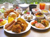 「地元食材」「地元メニュー」にこだわった和洋30種朝食バイキングが大好評♪