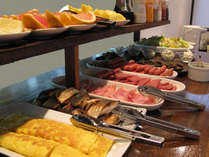 充実の朝食☆定番のメニューや季節のおかずなど揃えてます。