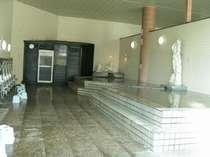 足湯付ミストサウナを持った温度差自慢の大浴場