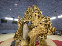 樹齢数百年の黄金に輝く大根がある「瞑想室」