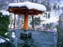 雪見の露天風呂。雪だるまちゃんも、ほっこり。