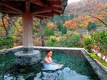 紅葉を楽しみながら、ゆったり癒しのひととき(男性露天風呂)