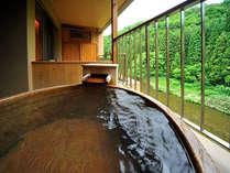 源泉100%の湯も、四季の眺めもこの時だけは一人占め