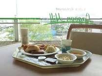 ホテル2階レストランでの朝食風景♪シーパラダイスの景色を眺めながらお食事をお楽しみください♪
