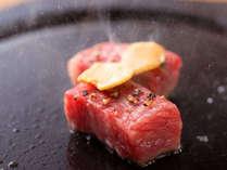 質の良い能登牛。中からとろけるような肉汁があふれ、旨みが口の中いっぱいに広がる。