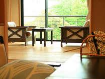 新緑の山代の景色を眺める客室。全部屋から景色が眺められます。