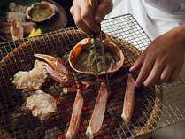 料理長みずからが焼くこともしばしば、焼きたてを美味しく頂けるおもてなし蟹懐石