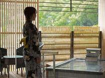 九谷五彩をイメージした美しい露天風呂