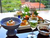 水無月の会席料理より~夕暮れに染まる深緑を眺めながら頂くご夕食