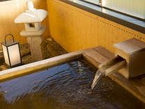総ヒノキの湯舟の客室展望露天風呂。