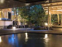 大浴場の窓は開閉式となっており、庭園露天風呂へつながります。