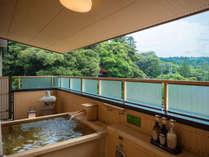露天風呂付客室のお風呂も、大浴場と同じ温泉が引かれております。