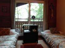木の温もりが心地よい客室