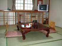 ゆっくり足を伸ばして休める和室