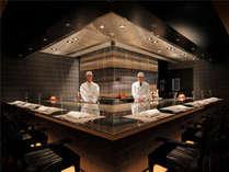 鉄板焼き匠がお客様の目の前でお料理をご提供いたします。