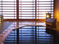 【汐音-客室露天風呂】心地よい風を感じる、木の温もり感じる湯の贅を独占。