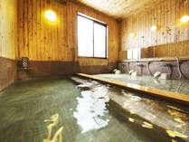 """保湿保温効果たっぷり♪""""イスラエル直輸入の死海の塩を""""100%使用した当館自慢のお風呂。"""