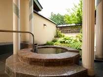 【11種類の貸切露天風呂一例】「楽天の湯」洋風のお風呂です