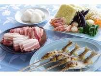 牛肉、豚肉、群馬の野菜、岩魚、焼きそば、群馬県産米の焼きおにぎりなど満腹セット
