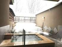 11種類の貸切露天風呂一例「春草の湯」