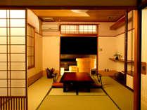 【<禁煙>源泉かけ流し露天風呂付客室】8畳+4.5畳の寛ぎ和室。