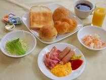 朝食のイメージです。ビュッフェですので和洋を混ぜて食べることができますよ。