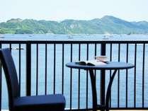 すぐそこには海。ウチノ海と山々の雄大な景色に囲まれた安らぎと情景の空間を。