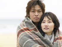 熱川の海も冬は寒いのでカップルで寄り添っては如何でしょうか?