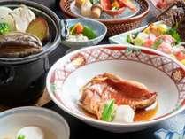 金目鯛の煮つけは切り身でご用意いたします。食べやすいように調理しております。