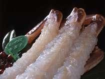 黄金に輝く幻の間人蟹。それは真珠を思わせるほどに繊細で清楚な甘さに満ちている。花が咲くのは新鮮な証し