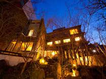 『海を観る寺』が由来の観海寺温泉に佇む宿。部屋やお風呂から、別府の風景を眺めてゆったりと――