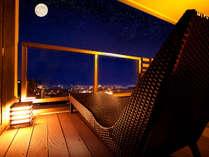 """夜空に煌く「別府の街」を眼下に望む""""高台の宿""""心地よい湯風が頬をなでる贅沢な夜"""