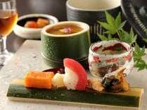 【夕食】季節の食材を使った会席料理。見た目にも美しい数々の料理をお愉しみ下さい/例