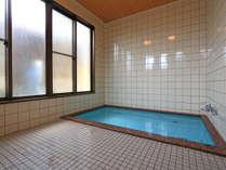 現在は1階2階の浴場ともに50分間の時間交代制(1家族様ごとの貸し切り)でのご入浴をお願いしております。