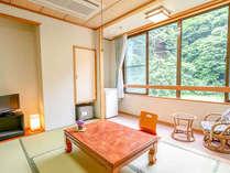 コンパクトにまとまったお部屋は気兼ねなく落ち着ける癒しの空間です。