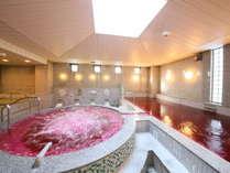 ワイン風呂の香りに包まれる男性専用大浴場