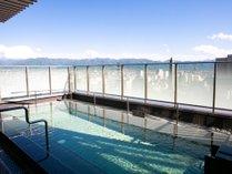 富士山を中心に周囲の山々が見渡せます。開放された空間でリフレッシュしてください。