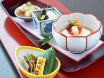 【前菜】繊細なお料理と器の絶妙な美しさ(一例)