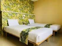 那覇市内に居ることを忘れてしまう様なリゾート感溢れるお部屋でゆっくりおくつろぎください。