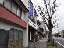 玄関です。安来駅を出て、松江方面に歩いて1分です。