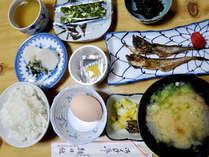 ■朝食一例■朝は焼魚がメインの素朴な和定食をご用意致します。(冬は生海苔が味わえるかも!?)