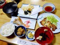■夕食一例■地元食材や手作りのお米を使ったお料理。ホッと心和む家庭の味です。
