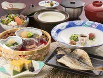 一日の活力は朝食から♪籠盛りに入った小鉢を合わせてご飯にかければ「健康まぜまぜご飯」の完成です♪